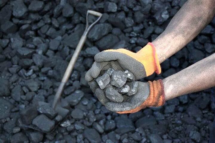 گلایه کارگران بخش خصوصی معادن زغال سنگ زرند کرمان از پایین بودن حقوق و مزایا