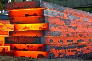«چین» تَن به کاهش تولید فولاد میدهد؟