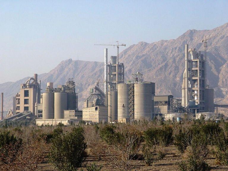 نماینده مجلس : کارخانه های سیمان دهدشت و فسفات چرام احیا می شود